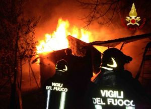 b_300_220_15593462_0___images_stories_Cronaca_aterrrana-incendio_deposito.jpg