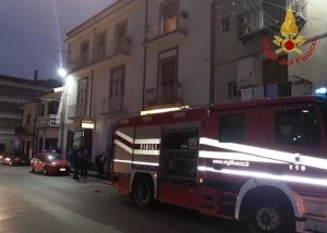 b_300_220_15593462_0___images_stories_Cronaca_atripalda-incendio-via_manfredi.jpg